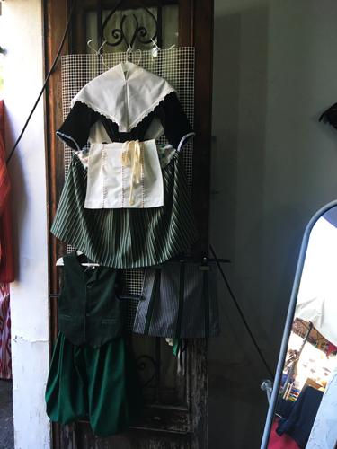 伝統衣装1