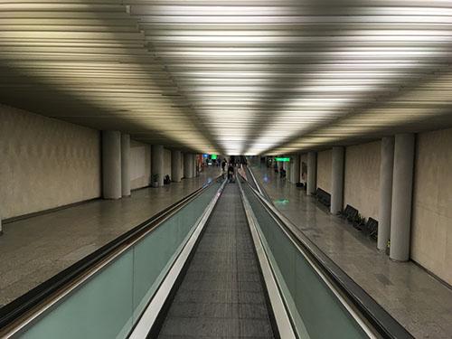 空港動く歩道