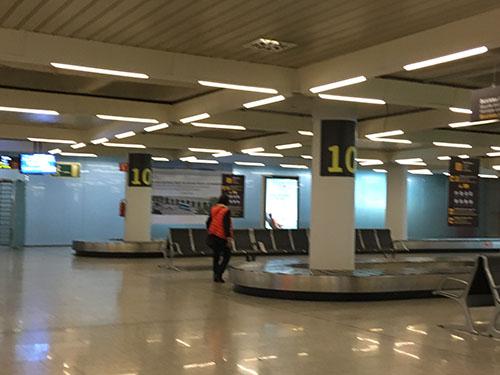 マヨルカ空港荷物到着