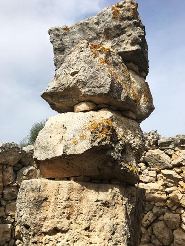 タライオット石の塔
