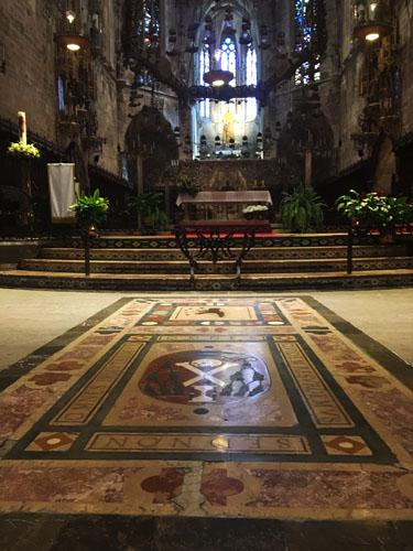 マヨルカ大聖堂祭壇前