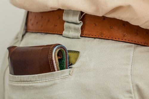 ズボンのポケットに財布