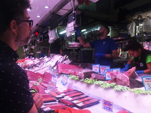 パルマ市場魚屋1