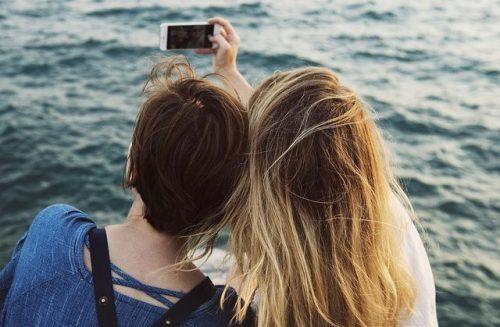 写メを撮る二人