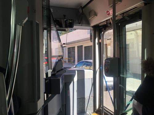 パルマEMTバス乗車口