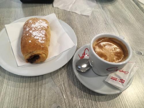 カフェとナポリターナ