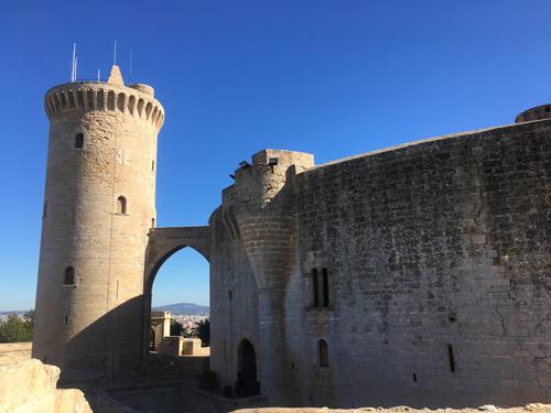 ベルベル城メイン塔と城壁