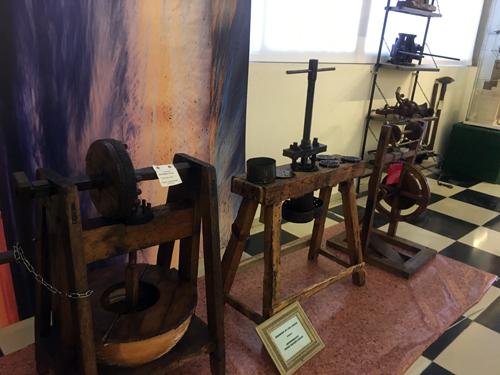 オリーブ絞る機械