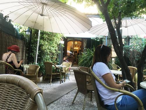 バルデモサのパン屋中庭