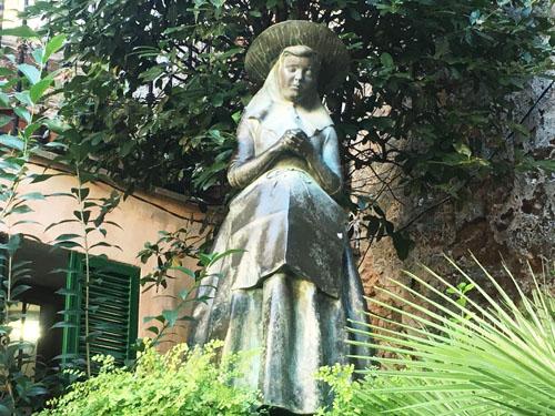 サンタ・カタリナ・トマス銅像