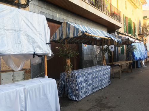 オリーブ祭り前の露店