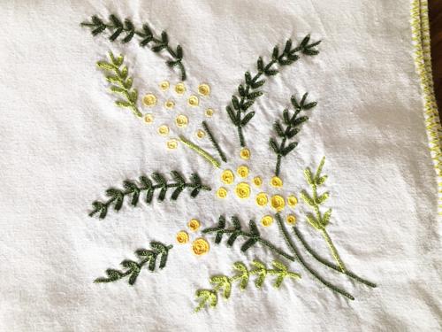 マヨルカ刺繍ミモザ