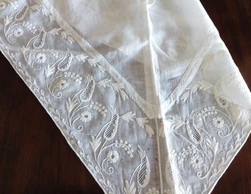 マヨルカの伝統衣装の刺繍
