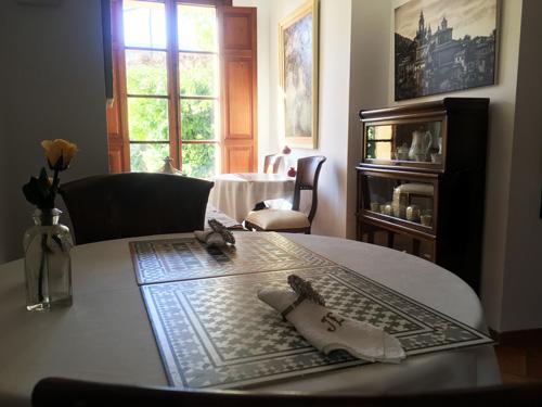 バルデモサホテルのテーブルセット