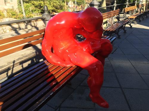 ソイエール駅赤い人