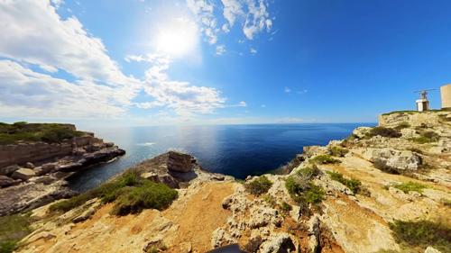 マヨルカの漁港崖