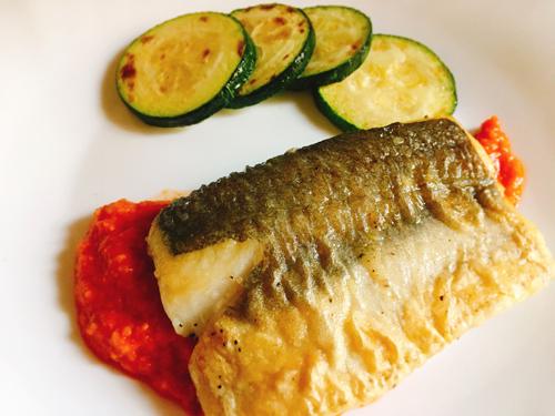 白身魚のムニエル パプリカソース