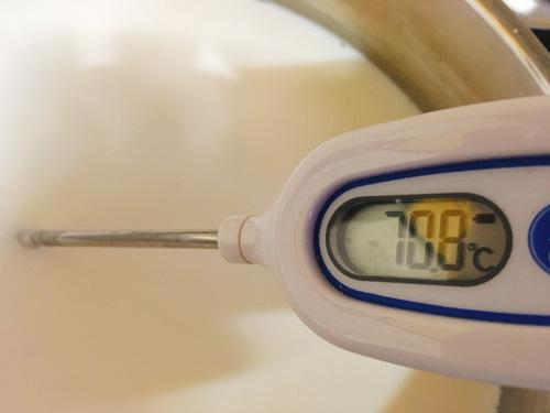 牛乳を加熱する